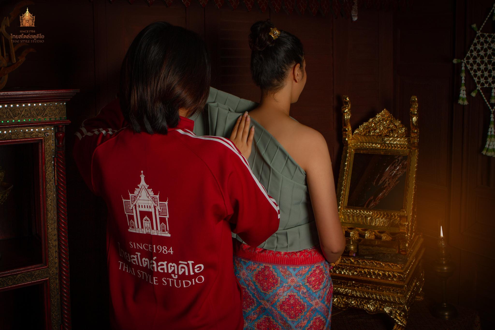 Thai Style Studio 1984 การห่มสไบจีบชั้นเดียว 9