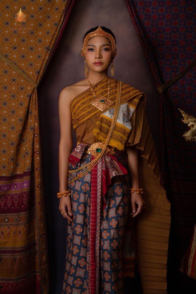Thai Style Studio 1984 สตูดิโอถ่ายภาพชุดไทยที่ MBK 21