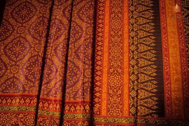 Thai Style Studio 1984 53 ลวดลายบนผืนผ้าสำหรับนุ่งห่มชุดไทย 25